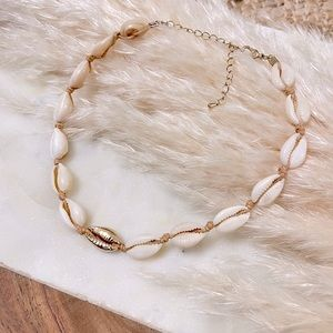 Chowrie Gold and Natural Shell Choker